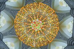Storslagen ljuskrona av den storslagna moskén Arkivfoton