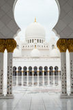 Storslagen moské Abu Dhabi Royaltyfri Foto