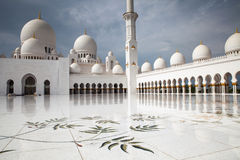 Storslagen moské Abu Dhabi Royaltyfri Bild