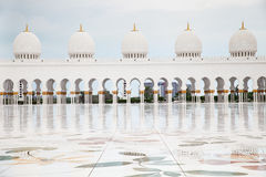 Storslagen moské Adu Dhabi Royaltyfri Bild