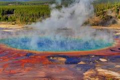 Storslagen prismatisk vår i Yellowstone Arkivfoton