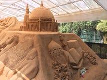 Storslagen sandskulptur som visar islamisk arkitektur Arkivfoton