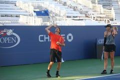 Storslagen Slam för fem gånger mästare Maria Sharapova av övningar för rysk federation med henne lagledare Sven Groeneveld för US Royaltyfria Bilder