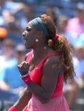 Storslagen Slam för sexton gånger mästare Serena Williams under hans andra runda match på US Open 2013 mot Galina Voskoboyeva Arkivfoto