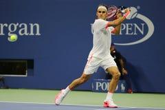 Storslagen Slam för sjutton gånger mästare Roger Federer av Schweiz i handling under hans match på US Open 2015 Royaltyfri Foto