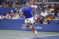 Storslagen Slam för sjutton gånger mästare Roger Federer under den fjärde runda matchen på US Open 2013 Royaltyfri Fotografi