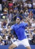 Storslagen Slam för sjutton gånger mästare Roger Federer under hans fjärde runda match på US Open 2013 mot Tommy Robredo Arkivbild