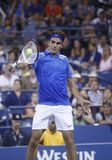 Storslagen Slam för sjutton gånger mästare Roger Federer under hans fjärde runda match på US Open 2013 mot Tommy Robredo Royaltyfria Foton