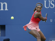 Storslagen Slam för sjutton gånger mästare Serena Williams under hennes finalmatch på US Open 2013 Royaltyfria Foton