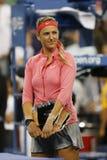 Storslagen Slam för två gånger mästare och US Openfinalist 2013 Victoria Azarenka under trofépresentation Arkivfoton