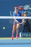 Storslagen Slam för två gånger mästare Petra Kvitova under rund match för US Open 2014 först mot Kristina Mladenovic Royaltyfri Bild