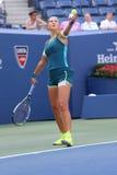 Storslagen Slam för två gånger mästare Victoria Azarenka av Vitryssland i handling under den fjärde runda matchen för US Open 201 Arkivfoton