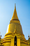 Storslagen slott Bangkok Guld- stupa och religiösa tempel THAILLAND Royaltyfri Bild