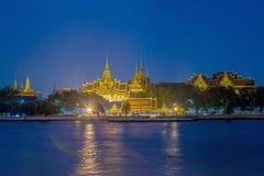 Storslagen slott och Wat Phra Kaew Fotografering för Bildbyråer