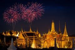 Storslagen slott på natten i Bangkok arkivbild