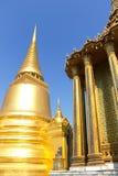 storslagen slott thailand för chediguld Arkivbilder