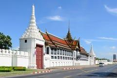 Storslagen slottport Bangkok, Thailand Royaltyfria Foton