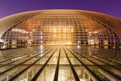 Storslagen teaterbyggnad för Peking på natten i Kina Arkivbilder