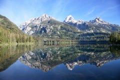 storslagen teton för lakenationalparktaggart Arkivbilder