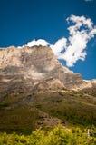 Storslaget berg på glaciärnationalparken Arkivfoton