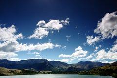 storslaget berg queenstown för frontlake Arkivfoton