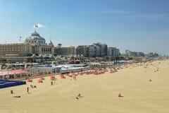 Storslaget hotell Kurhaus Haag på stranden och promenaden av Sche Arkivbild
