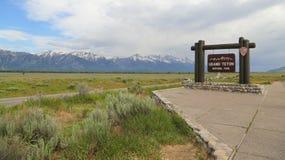 Storslaget Teton tecken på ingången till nationalparken Arkivfoto