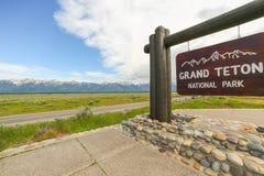 Storslaget Teton tecken på ingången till nationalparken Royaltyfri Bild