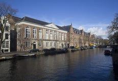 Storslagna byggnader i Amsterdam, Holland Royaltyfri Fotografi