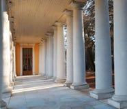 20 storslagna kilometer för arkitekturarkhangelskoyegods lokaliserade ryssen för floden för slotten för museet för den säterimonu Arkivbild