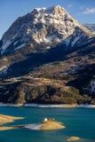 Storslagna Morgon med Serre Poncon sjön, fjällängar, Frankrike Royaltyfri Fotografi