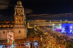 Storstads- domkyrka Zocalo Mexico - stadsMexico julnatt Royaltyfri Fotografi