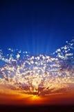 storstilad högtidlig solnedgång för kust Royaltyfri Foto