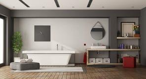 Stort badrum med badkaret och handfatet Arkivfoton