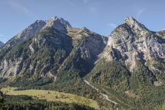 Stort berg i Karwendelen i Österrike Arkivfoton
