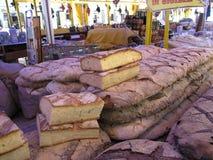 stort bröd släntrar marknaden arkivfoto