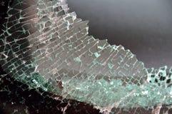 stort brutet bilhålfönster arkivbild
