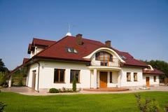stort enkelt familjhus Royaltyfri Foto