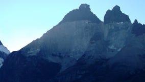 Stort färgrikt berg arkivfoto