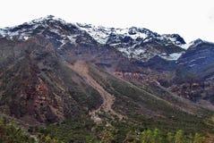 Stort färgrikt berg Arkivfoton