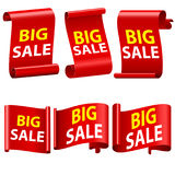 Stort försäljningsband Röda Sale baner Snirklar för bandklistermärkepapper Rött 3d specificerat realistiskt krökt pappers- försäl Royaltyfri Foto