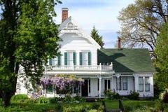 Stort gammalt historiskt hem Fotografering för Bildbyråer