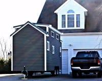 Stort garage för mycket litet hus Royaltyfri Fotografi