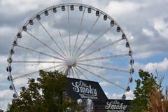 Stort hjul för rökigt berg på ön i Pigeon Forge, Tennessee royaltyfria bilder