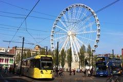 Stort hjul för spårvagnbuss, Piccadilly trädgårdar, Manchester Arkivfoton