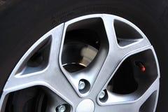 Stort hjul med stora bromsar Arkivfoton