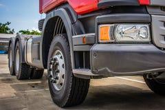 Stort hjul och traktor royaltyfri foto