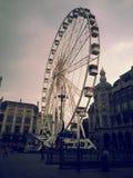 Stort hjul på centralstationen Antwerpen arkivbild