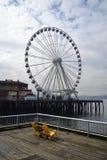 Stort hjul på strand, Seattle, Washington arkivbilder