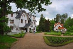 Stort hus i Polenovs minnes- gods i den Tula regionen, Ryssland Fotografering för Bildbyråer